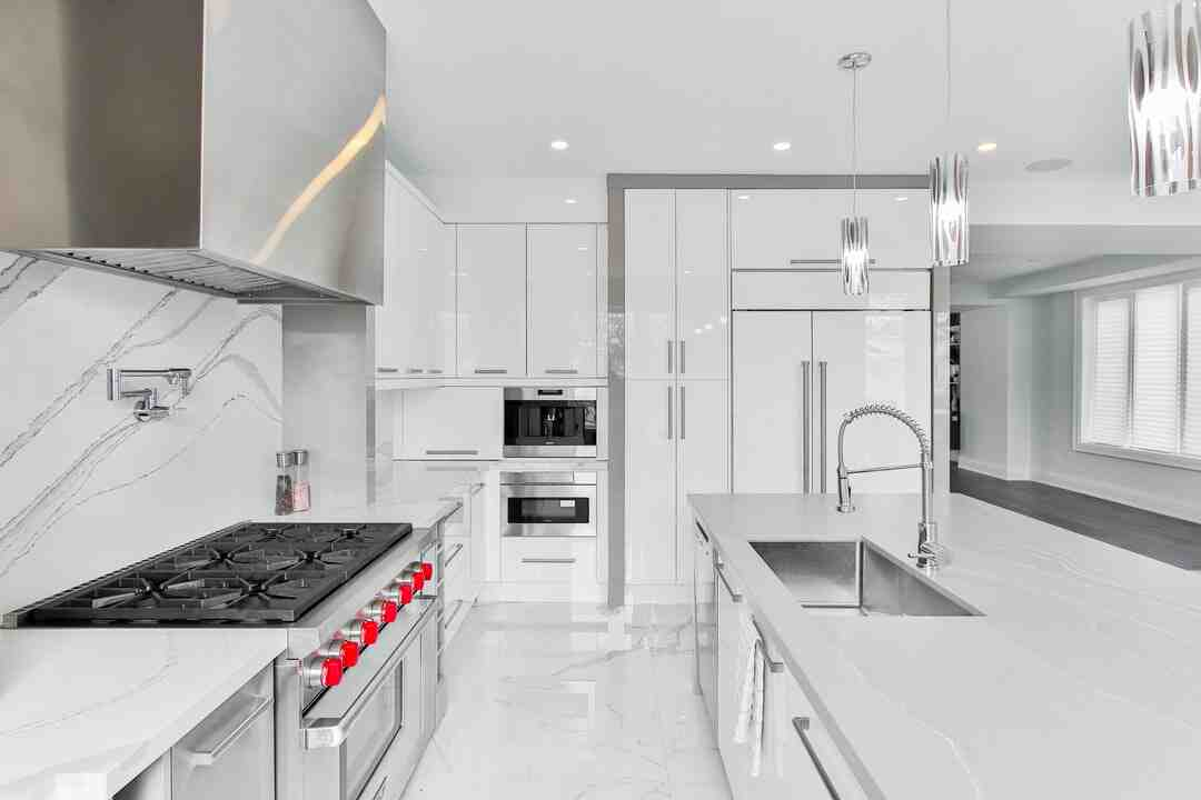 How much should a 10x10 kitchen remodel cost?
