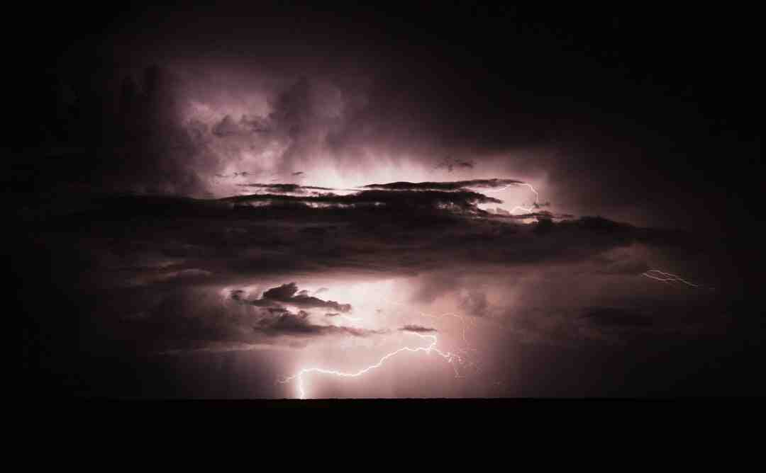 What voltage is lightning?
